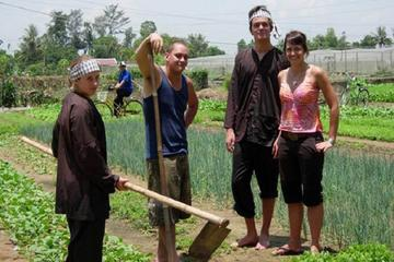 Hoi An Cycling and Farming at Tra Que full day tour