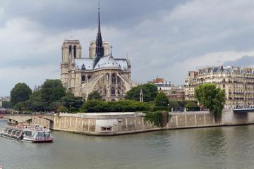 Ile de la Cité and Ile St Louis a 3-hour walking tour Glass of champagne included
