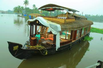 Kochi Private Tour: 2-Day Alappuzha Backwaters Luxury Houseboat Cruise