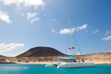 La Graciosa Catamaran Cruise and Island Day Trip from Lanzarote Including Lunch