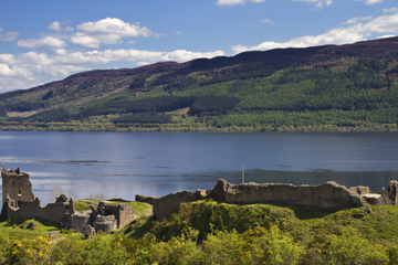Loch Ness Sightseeing Cruise and Visit to Urquhart Castle