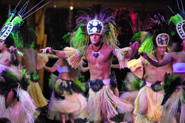Luau Kalamaku with Plantation Owner's Dinner and Champagne Reception