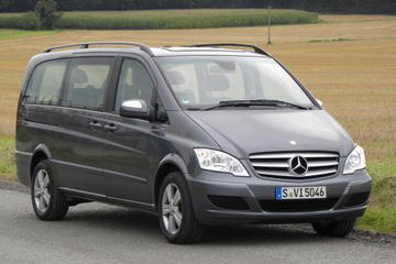 Luxury Van Private Arrival Transfer: Vienna International Airport