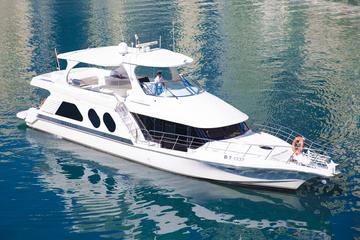 Dubai Marina Luxury Yacht Tour with Breakfast or BBQ