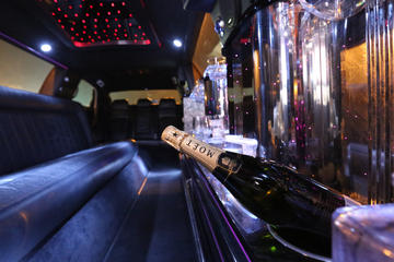 Macau Stretch Limousine Tour on Cotai Strip with Champagne