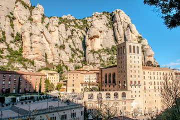 Montserrat Tour from Barcelona Including Lunch and Wine Tasting in Oller del Mas