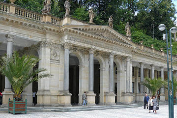 Moser Glassworks, Jan Becher Museum and Karlovy Vary Private Guided Tour from Prague