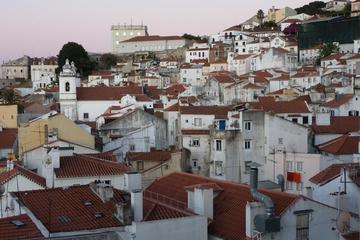 Old Lisbon: Alfama and São Jorge neighbours 3-Hour Walking Tour
