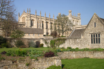 Oxford, Stratford-upon-Avon and the Cotswolds Tour from London with Spanish-Speaking Guide