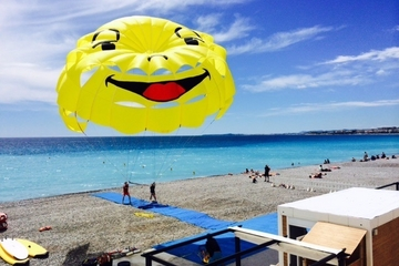 Parasailing in Nice