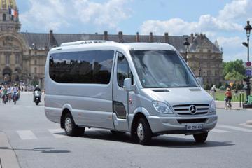 Paris to Versailles Round-Trip Shuttle Transfer by Luxury Minibus