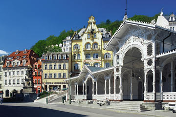 Prague Day Trip to Spa Town Karlovy Vary Including Guided Walking Tour, Lunch and Moser Glass Factory Visit