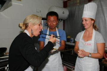Private Chinese Cooking Class with Local Hutong Family in Beijing