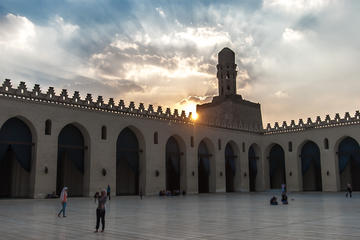 Private Guided Tour around Islamic Cairo: Mosques, Gates and Bazaar, including Lunch