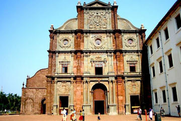 Private Portuguese Heritage Tour: Se Cathedral, Basilica of Bom Jesus and Dona Paula Beach in Goa
