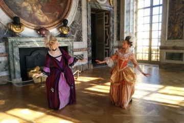 Private Tour: Baroque Dance and Arts Class in Paris