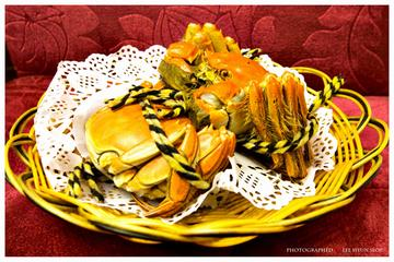 Private Tour: Chinese Hairy Crab Food Tour at Yangcheng Lake and Suzhou Sightseeing from Shanghai