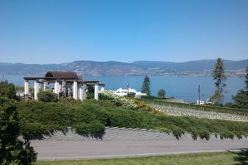 Rare VIP Winemakers Private Tasting and Tour with 3 Course Lunch and Wine in Kelowna