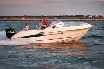Rent a open-hull boat for up to 6 people in Saint-Tropez - License required