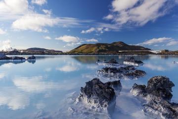Reykjavik Super Saver: Blue Lagoon Round-Trip Transport plus Gulfoss and Geysir Half-Day Tour