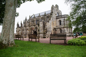 Rosslyn Chapel, Dunfermline Abbey and Stirling Castle Day Tour from Edinburgh