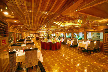 Rustar Luxury Dinner Cruise at Creek