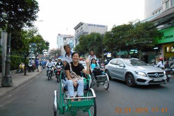 Saigon by Night: Cyclo Ride including Dinner on cruise