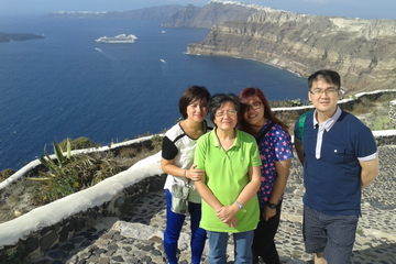 Santorini Shore Excursion: Private Sightseeing with Fira to Oia Hike