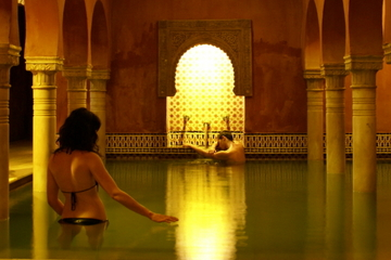 Skip the Line: Alhambra Tour and Granada Hammam