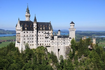 Skip the Line: Neuschwanstein Castle Day Trip from Munich in Spanish