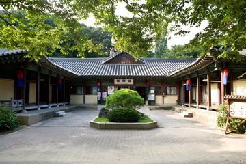 Small-Grroup Korean Folk Village Tour Including Confucinism Village