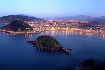 Stay with a Biking/walking Tour in San Sebastian