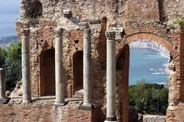 Taormina Walking Tour Including Skip-the-line Ticket to the Greek Theatre