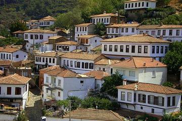Taste of Turkey: Sirince Guided Day Tour from Kusadasi