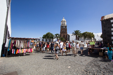 Teguise Market and César Manrique Foundation Tour in Lanzarote
