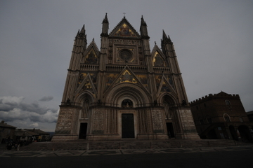 Todi and Orvieto Small-Group Day Tour from Perugia Including Wine Tasting and Lunch