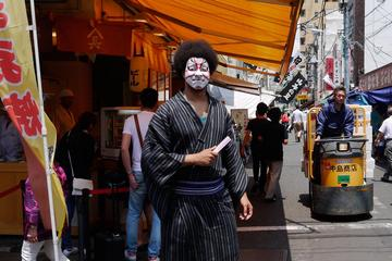 Tour of Tsukiji Fish Market by Guide Dressed in Kabuki Costume