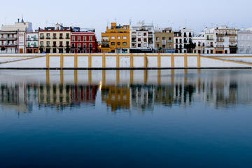 Triana Neighbourhood Evening Walking Tour in Seville