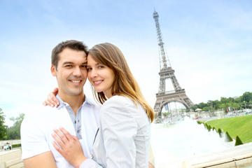 Valentine's Day in Paris: Skip-the-Line Eiffel Tower Ticket with Tour, Champagne or Dinner