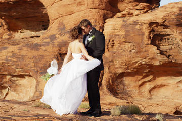 Valley of Fire Wedding with Luxury Transportation and Photographer