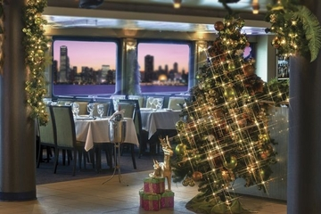 Viator Exclusive: Luxury Christmas Eve Dinner Cruise in New York City