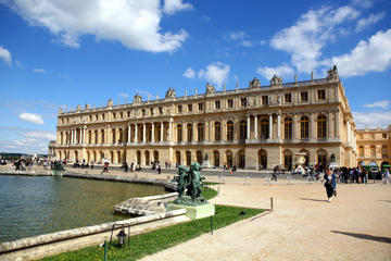 Viator Exclusive: Palace of Versailles and Court of Scents Tour