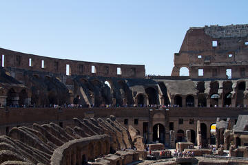 VIP Colosseum Express Tour: Forum-View Breakfast with Gladiators Entrance and Arena Floor