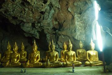 Wat Mahathat Worawihan and Summer Palace Day Trip from Hua Hin Including Almsgiving