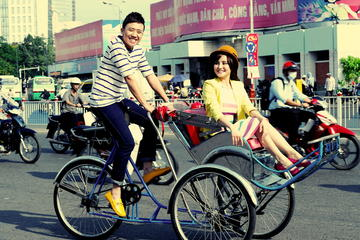 Water Puppet Show with Hotel Pickup by Cyclo Tour Hanoi