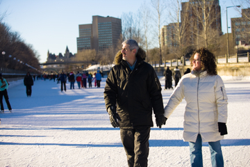 Winter in Montreal: Ice Skating and Walking Tour with Artisan Hot Chocolate