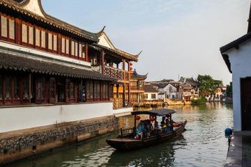 Zhujiajiao Ancient Town and Night Luxury Cruise Tour with Buffet in Shanghai